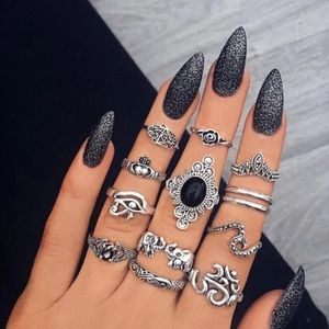 Jewelry - NEW 🌷Evanora Midi Rings Set